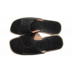 Dromedary flip flops